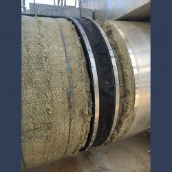 Industrial fabric expansion joint with bolster for gas flow pipes - in situ