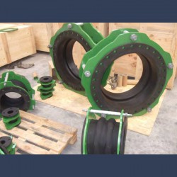 Flanged rubber expansion joint for piping systems - in situ