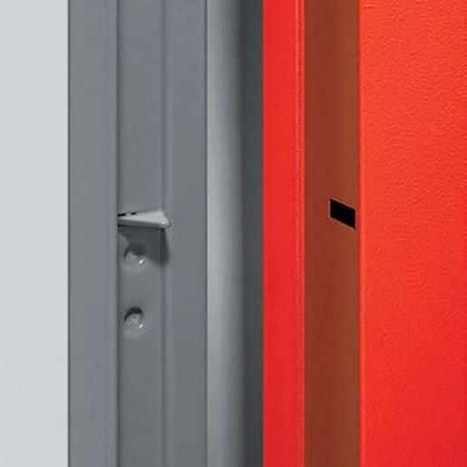Détail points de sécurité sur porte métallique polyvalente isolée