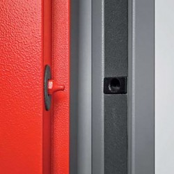 Security points detail on the metal fire door EI2 60