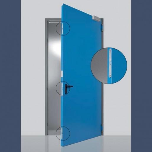 Détail système de fermeture sur porte métallique coupe-feu haute résistance EI2 120
