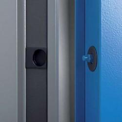 Détail points de sécurité sur porte métallique coupe-feu haute résistance EI2 120